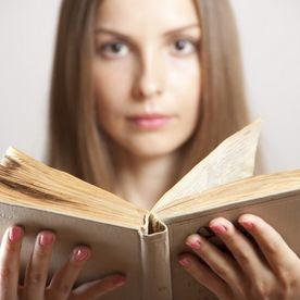 Fată cu carte