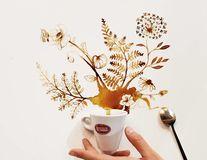 Pete artistice: Ce poate ieși dintr-o ceașcă de cafea vărsată