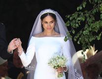 Designerul preferat al lui Kate Middleton o acuză pe Meghan Markle că a purtat o rochie copiată după o creație de-a sa