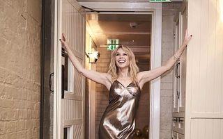 Kylie Minogue, tânără şi la 50 de ani: Singură şi fără copii, dar iubită de toată lumea