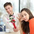 Cum îți dai seama că o femeie nu este interesată de un bărbat. 15 semne