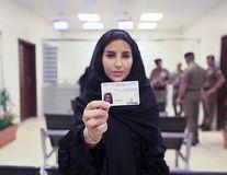 Prima femeie din Arabia Saudită care a primit permisul auto după 50 de ani de interdicţie