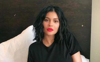 Kylie Jenner este cel mai popular designer din lume, depăşind în căutari Louis Vuitton