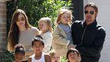 Angelina Jolie riscă să piardă custodia copiilor în favoarea lui Brad Pitt