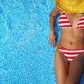 Ce se întâmplă dacă rămâi îmbrăcată cu costumul de baie ud