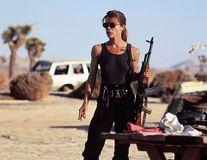 """Veşti proaste pentru roboţi: Linda Hamilton revine în """"Terminator"""" la 61 de ani"""