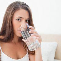 Microorganisme pe care le poți găsi în apa de băut. Știi ce bei?