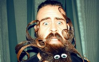 Un bărbat din San Francisco creează opere de artă din barba sa. Unele sunt extrem de amuzante!