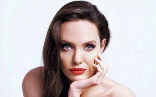 25 de autografe celebre pe care ţi-ai dori să le ai: Angelina Jolie are o semnătură inimitabilă!