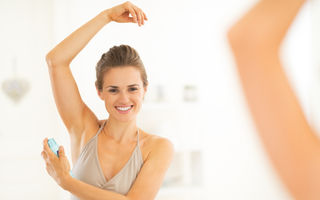 Un medic dezvăluie care este metoda corectă de a aplica deodorantul