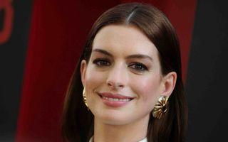 Anne Hathaway și-a vopsit părul roșcat și este de nerecunoscut. Cum arată acum actrița