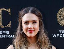 """Jessica Alba, 6 luni de depresie după a treia naştere: """"Încă 7 kilograme de slăbit"""""""