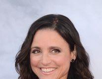 """Julia Louis-Dreyfus, transformare miraculoasă după lupta cu cancerul: Vedeta din """"Seinfeld"""", fotografiată la plajă"""