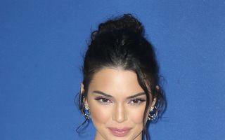 Cel mai ciudat accesoriu: Kendall Jenner a purtat o poșetă de gleznă