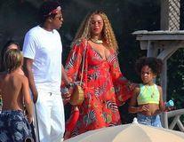 Beyonce, al patrulea copil? Rochia vedetei provoacă speculaţii