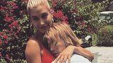 Se iubesc la nebunie: Justin Bieber şi logodnica lui, sărut pasional în piscină