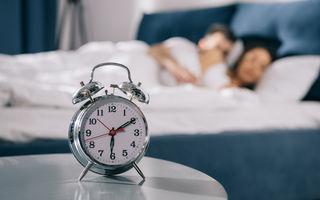 Odată cu vârsta, dormi mai puțin. Ce părere au specialiștii despre asta