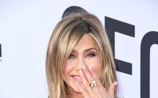 Jennifer Aniston are alt inel de logodnă. Cine i l-a dat?
