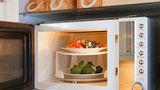 10 alimente pe care să nu le încălzești niciodată în cuptorul cu microunde