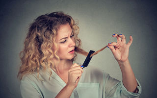 7 motive pentru care părul tău crește greu
