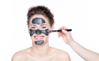 Cum să-ți detoxifici părul și pielea cu ajutorul cărbunelui