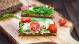 13 gustări sărace în carbohidrați. Nu-ți sabotează dieta!