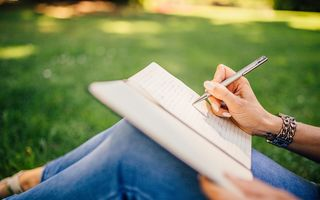 Ce spune scrisul despre personalitatea ta? 14 indicii