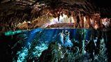 Romantici și subacvatici: Cele mai frumoase imagini în care dragostea intră la apă