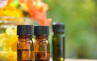Cum să folosești uleiurile esențiale în timpul verii