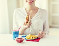 Ce se întâmplă dacă mănânci des bacon și hotdogi
