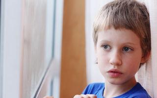 Simptomele autismului pe care fiecare părinte trebuie să le știe