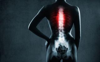 Cele 9 obiceiuri zilnice care îți distrug coloana vertebrală