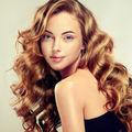 Cum să faci buclele să reziste pe orice tip de păr. 5 reguli