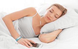 Cum să folosești corect căștile de urechi când vrei să dormi