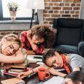 Ce trebuie să faci ca să dormi mai bine cu alte persoane în cameră