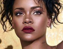 Frumoasă și fără machiaj: Cum arată Rihanna când nu stă cu ochii în oglindă