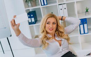 În sfârșit, o explicație: De ce fac femeile selfie-uri sexy