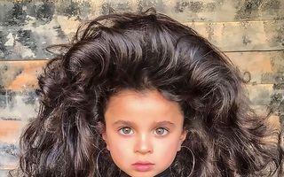Păpușa vie: Fetița cu părul strălucitor cucerește lumea