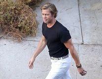 Brad Pitt a întinerit: Primele imagini de la filmările cu Leonardo DiCaprio