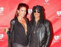 Slash, divorț cu scandal: Chitaristul de la Guns N' Roses nu mai scapă de nevastă
