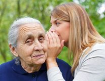 O femeie i-a spus bunicii sale că soțul său a înșelat-o. Răspunsul bunicii a fost epic