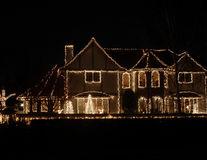 Luminițele de Crăciun te pot face fericit dacă le pui mai devreme
