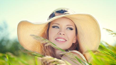 Fată cu pălărie