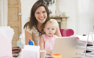 Cum să rămâi energică dacă ești o mamă care lucrează