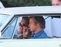 Scena cu Brad Pitt și DiCaprio care nu apare în filmul lor: Unul din ei își dă cu balsam de buze