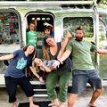 Asta înseamnă curaj: O familie cu patru copii și-a vândut casa și străbat țara cu o rulotă