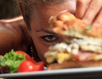4 greșeli de dietă la ora cinei. Evită-le!