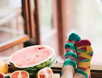 Porţi şosete colorate şi amuzante? E un semn că ai putea avea mai mult succes