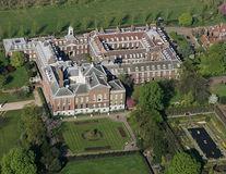 16 proprietăți luxoase ale membrilor Familiei Regale Britanice. Locuințele lor te lasă mut de uimire!