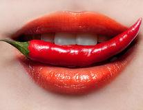 Ce beneficii aduci corpului dacă mănânci alimente picante